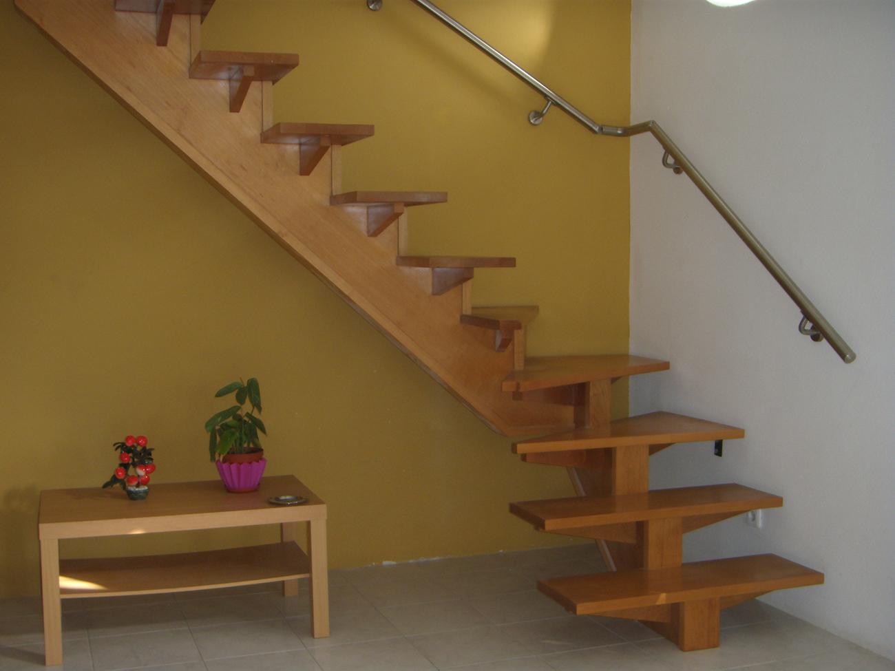 Escada em madeira várias madeiras a escolha por medida. #A52B26 1300x975